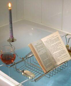 out of the blue luxe metalen badrekje voor twee kaarsenstandaard wijnglazen boek tablet sfeerbeeld