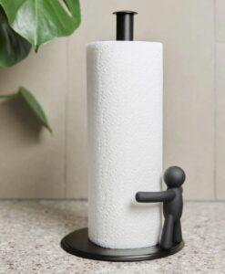Umbra Buddy Keukenrolhouder paper towel holder zwart sfeerfoto